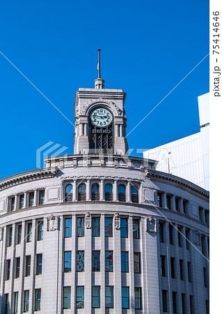 日本の東京都市景観 3.11の東京・銀座。14時46分。緊急事態宣言再延長下=3月11日14時46分 75414646