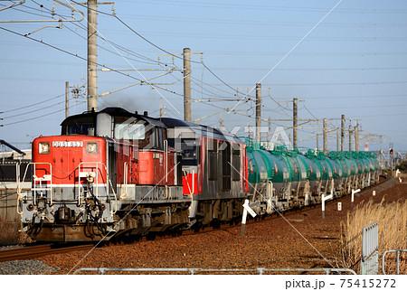 関西本線を行くDD51とDF200の重連タンク貨物列車 75415272
