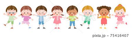 様々なポーズの色々な国の子供達 75416407