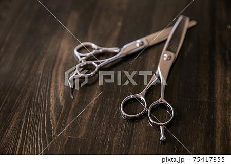 美容師のイメージ写真 ハサミ 75417355