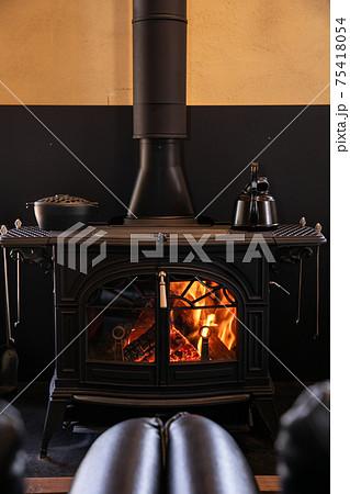 薪ストーブ 暖炉 綺麗な炎 75418054