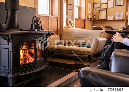 薪ストーブ 暖炉 綺麗な炎 75418084
