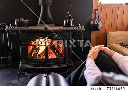 薪ストーブ 暖炉 綺麗な炎 75418086