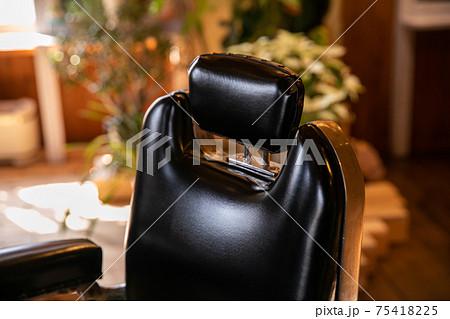 美容室の椅子(カット椅子)おしゃれ 75418225