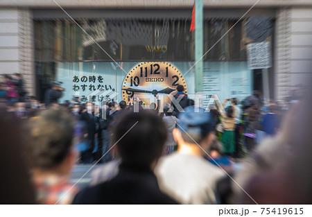 日本の東京都市景観 3.11の東京・銀座。14時46分。あの時を忘れない…。緊急事態宣言再延長下 75419615