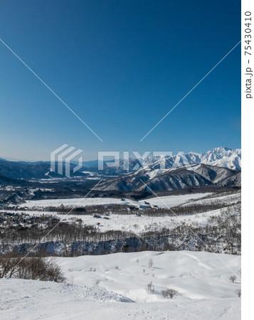 白馬乗鞍温泉スキー場から見たHAKUBAVALLEY 75430410