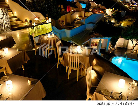 サントリーニ島の高級レストランでのライトアップ 75433847