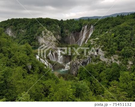 エントランス入ってすぐの絶景プリトヴィッツェ湖群国立公園 75451132