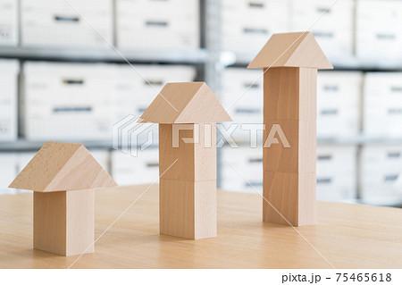積み木の3本矢印(プレゼン素材) 75465618