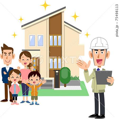 建築業者と新しい住宅の前で笑顔の三人家族 75498113