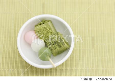 抹茶わらび餅 三色だんご 75502678
