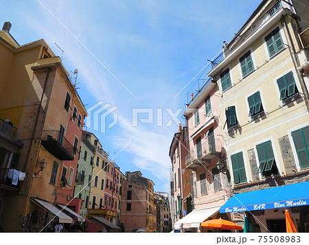 イタリア チンクエテッレのヴェルナッツァの通り 75508983