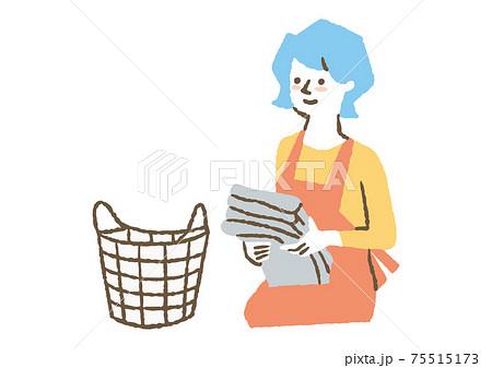 洗濯物をたたみ終わった女性03 75515173