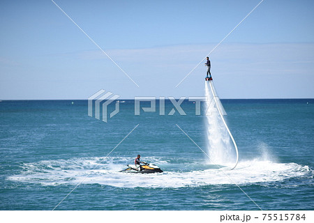 沖縄の海のアクアボード 75515784