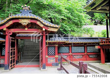 徳川家康の廟所の赤い廟門/久能山東照宮(静岡県静岡市) 75542008