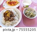 病院の食事 75555205