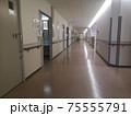 病院の病棟内 75555791