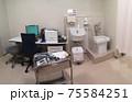 泌尿器科の診察室 75584251