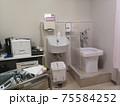 泌尿器科の診察室 75584252