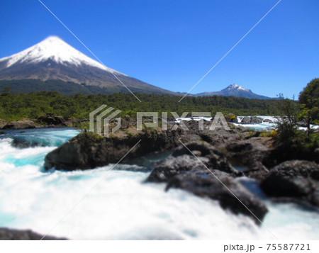 チリ オソルノ山 ペトロウエ滝 ジオラマ風 75587721
