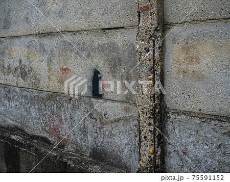 【コンクリート塀】街中にある建物劣化箇所 75591152