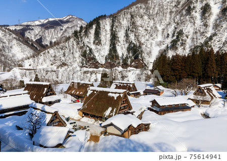 富山・冬の五箇山合掌造り(菅沼集落) 75614941