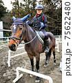 乗馬クラブで体験乗馬 75622480