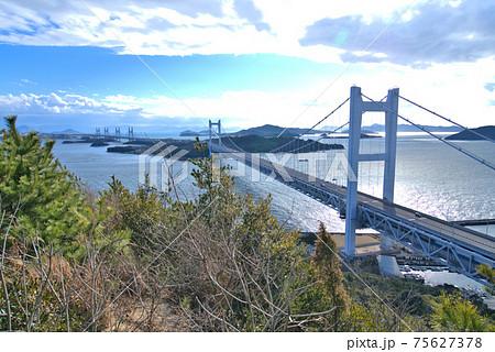 鷲羽山から眺めた下津井瀬戸大橋と瀬戸内海の島々 岡山県倉敷市 75627378