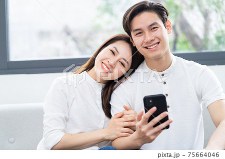 Couple at home 75664046