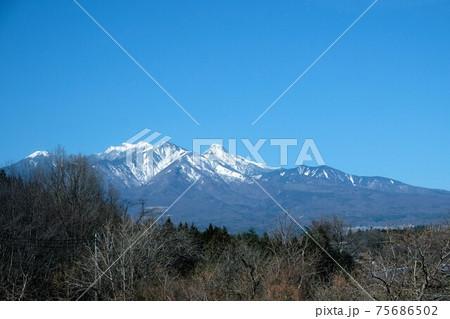 中央線の車窓から見た八ヶ岳。小淵沢付近 75686502