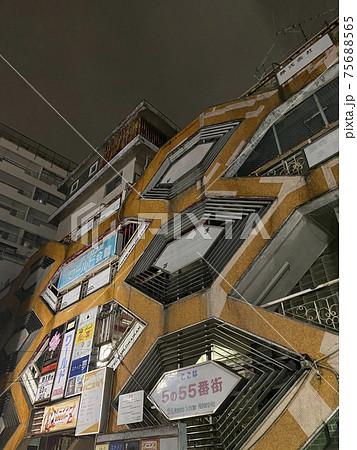中野駅近くのホテルワールド会館の建物 75688565