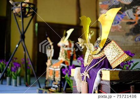 端午の節句に飾られた五月人形の兜 75721436