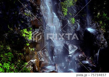 水の落ちる様が心地よく感じる癒しの駒ヶ滝 75734657