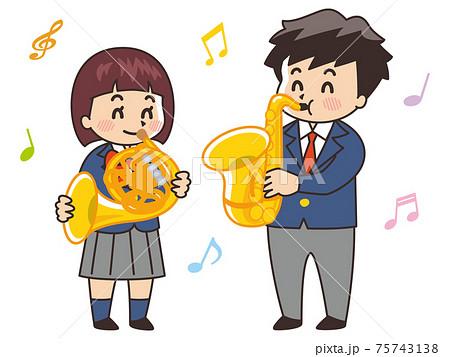 吹奏楽部の中高生 ホルン サックス 管楽器 75743138