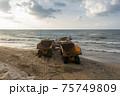 ビーチ トラック 景色 75749809