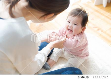 赤ちゃん 0才 75752707