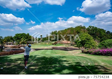 タイのゴルフコース シニア 人気 満喫 健康管理 75754238