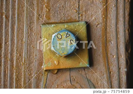 古い木造建築に使用されているネジ 六角ネジ 75754859