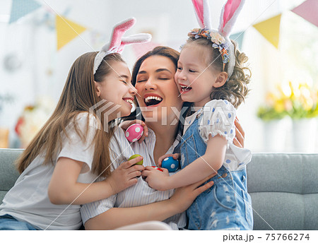 Family celebrating Easter. 75766274