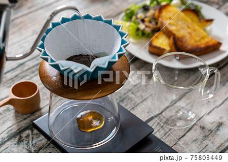 珈琲 ペーパードリップ オリガミドリッパー フレンチトースト 白木テーブル 75803449