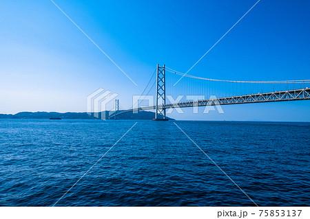 明石海峡大橋と淡路島 75853137