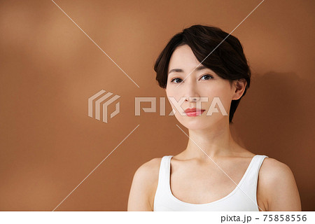 ビューティーイメージ  ミドル女性 75858556
