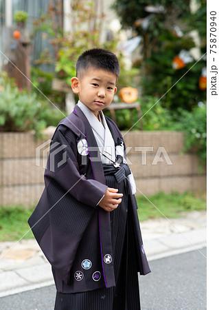 袴を着た5歳の七五三 75870940