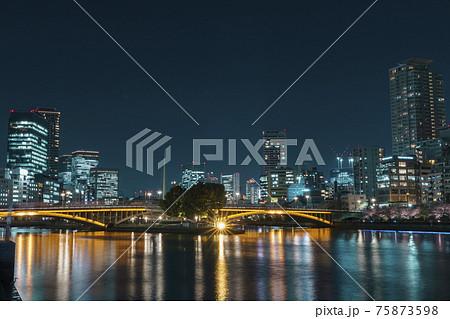 大阪 中之島の夜景 天満橋から 75873598