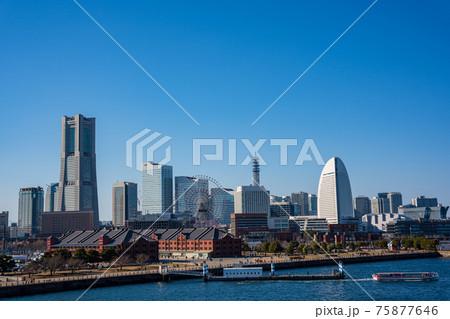 横浜 大さん橋から見るみなとみらい 75877646