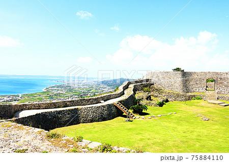沖縄の風景(中城城跡からの眺め) 75884110