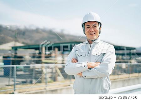 足場工事・建築業・作業着を着た男性 75887750