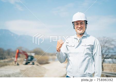 土木業・河川工事・ショベルカー・建設現場 75896392