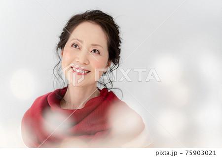 シニア女性のポートレート 75903021