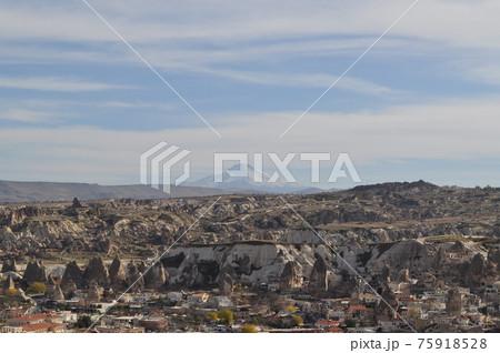 トルコ(カッパドキア)の風景とエルジェス山 75918528